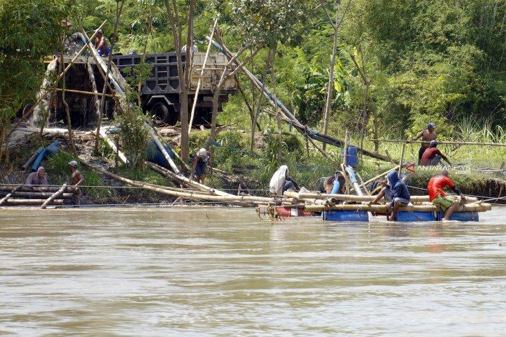 Akibat penambangan pasir, kerusakan Sungai Brantas makin mengkhawatirkan