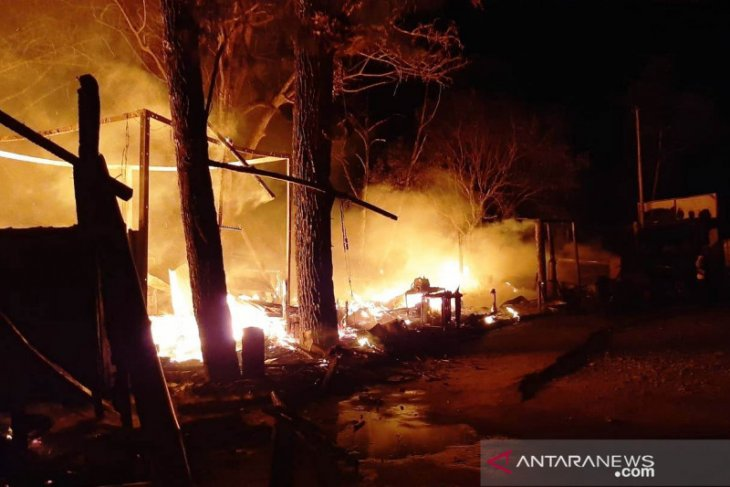 Tujuh unit bangunan objek wisata Lawang Park Agam terbakar