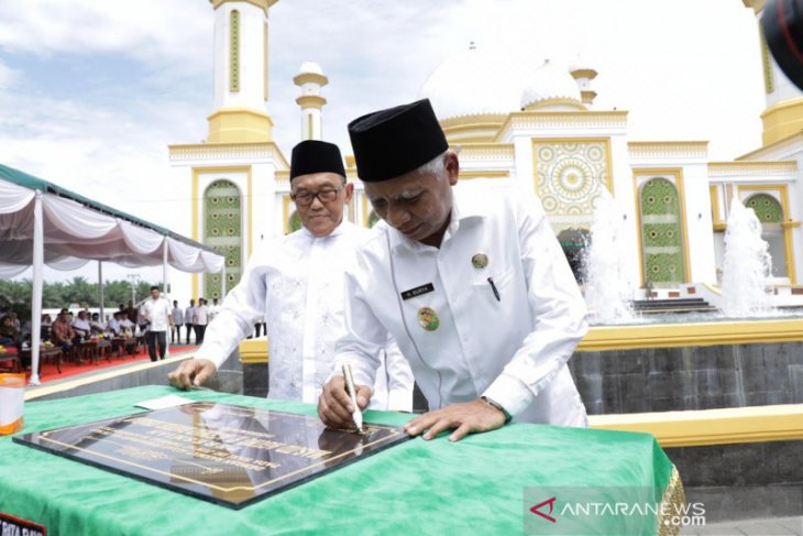 Aburizal Bakrie resmikan Masjid Agung Kisaran