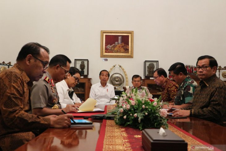 President Jokowi leads limited meeting on Papua