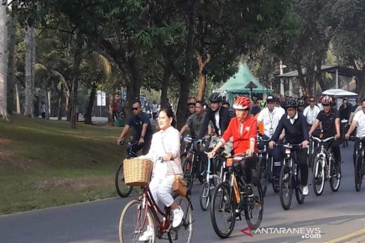Jokowi bersepeda di Borobudur