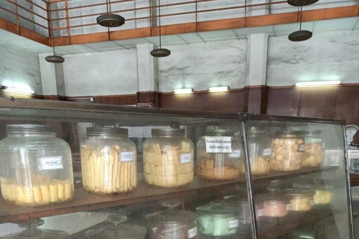 Toko Toko Roti Jadul Di Bandung Bertahan Hingga Puluhan
