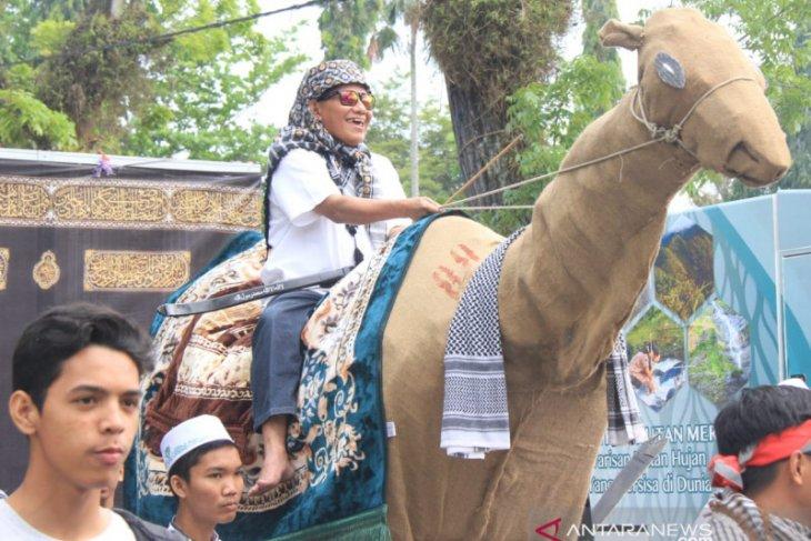 Meriahnya pawai tahun baru islam di HST, Sekda ikut naik onta
