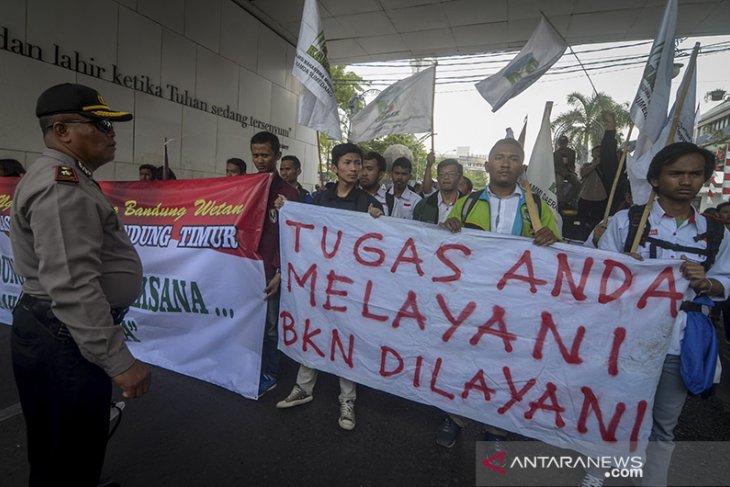 Aksi Mahasiswa Untuk Anggota DPRD Terpilih