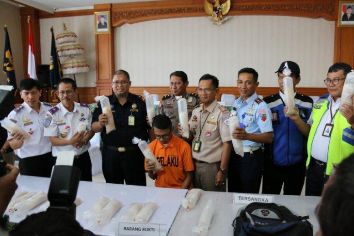 Bea Cukai Ngurah Rai gagalkan penyelundupan ribuan