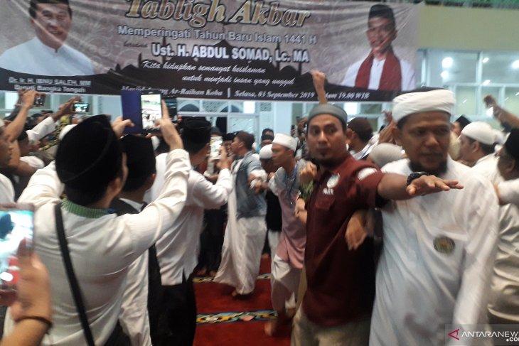 Masyarakat Bangka Tengah antusias sambut kedatangan UAS