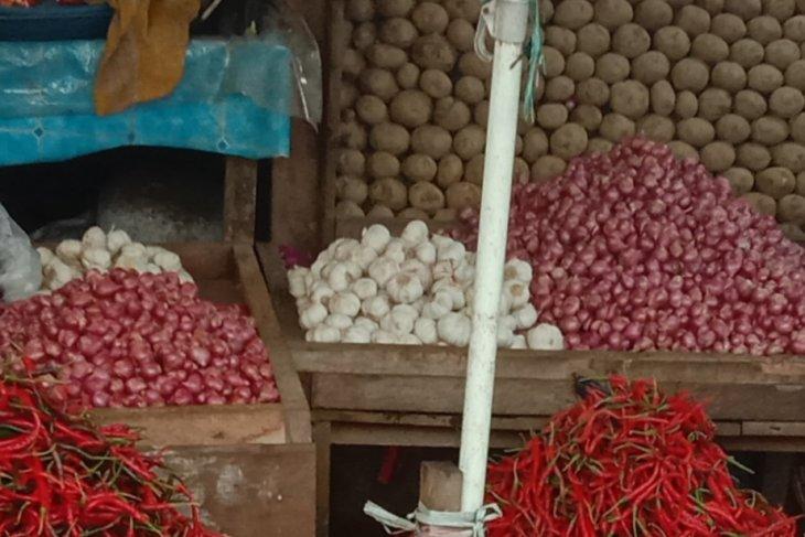 Harga bawang di Ambon anjlok