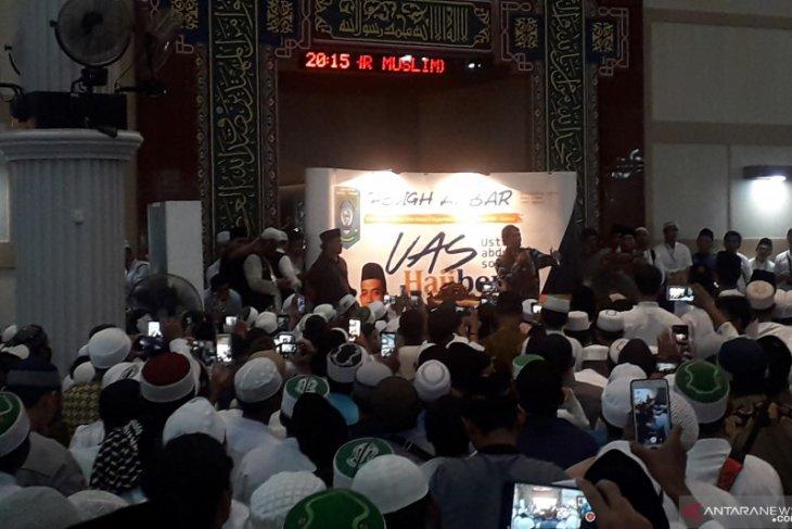 Ustadz Abdul Somad ajak umat terus semarakan  masjid
