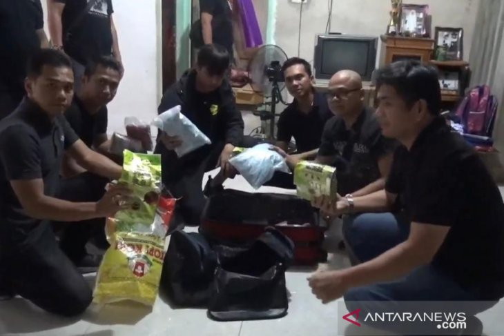 Jakarta Police arrest int'l drug syndicate members from Malaysia