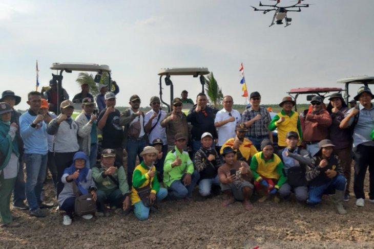 Kementan tebar benih di rawa gunakan drone