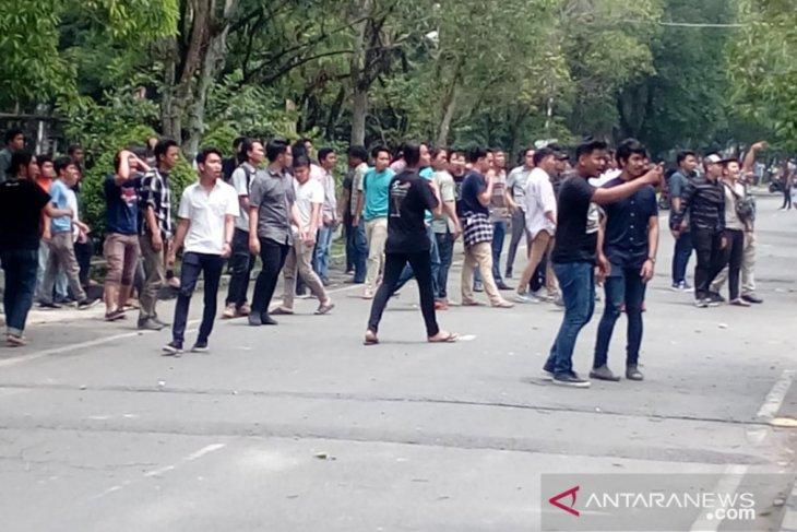 Tawuran antarfakultas pecah di USU, suasana kampus mencekam