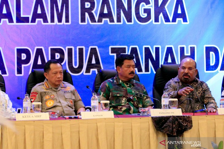 Military, police chiefs meet figures of different faiths in Papua