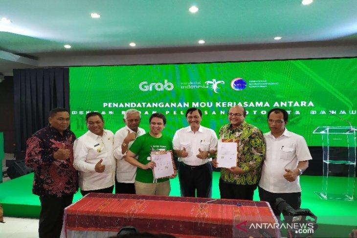 Menko Luhut Pandjaitan sebut operasional Grab dukung duniakan wisata Danau Toba