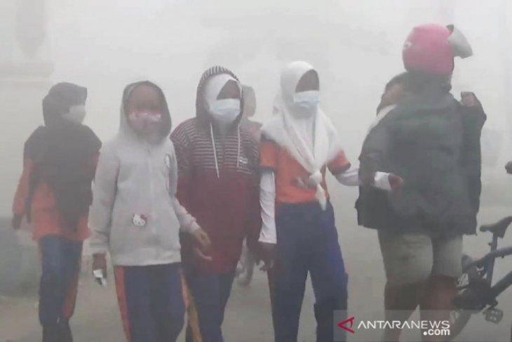 Kayong Utara persilahkan sekolah libur jika kabut asap menebal