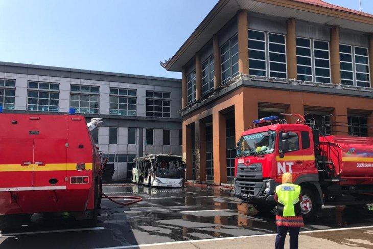Sebuah bus terbakar  di apron Bandara Ngurah Rai