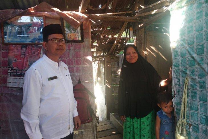 Pemkab Aceh Jaya bantu keluarga Herman yang tinggal di rumah