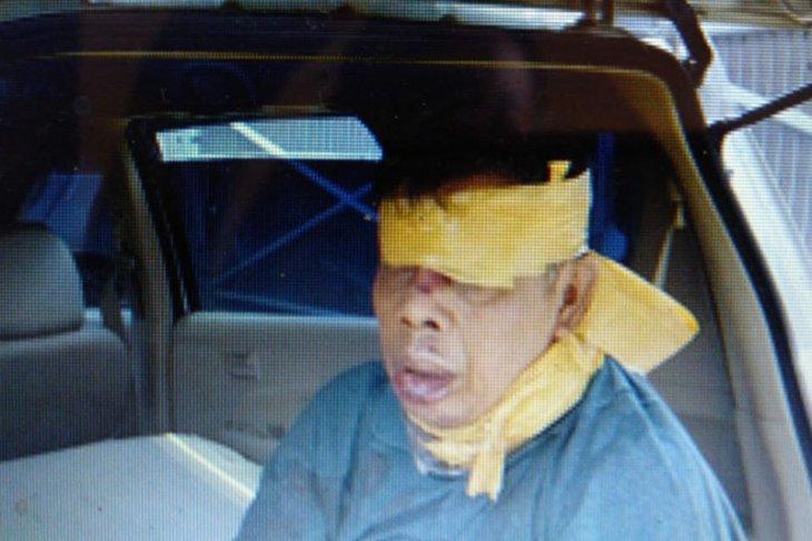 Polisi selamatkan seorang pria penuh luka disekap dalam mobil keadaan terborgol
