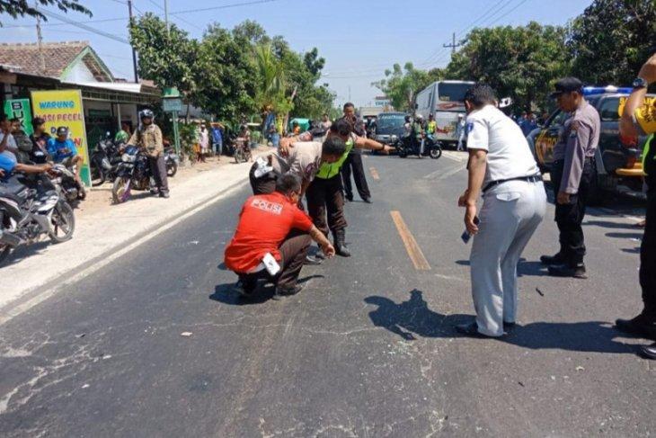 Kasus kecelakaan bus tabrak mobil korban tiga meninggal ditangani polisi