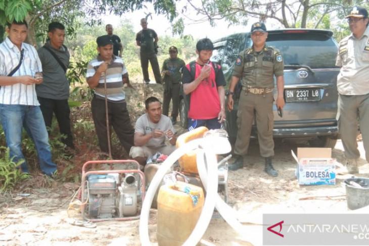 Satpol PP Bangka Barat tangkap dua penambang liar timah di Menumbing