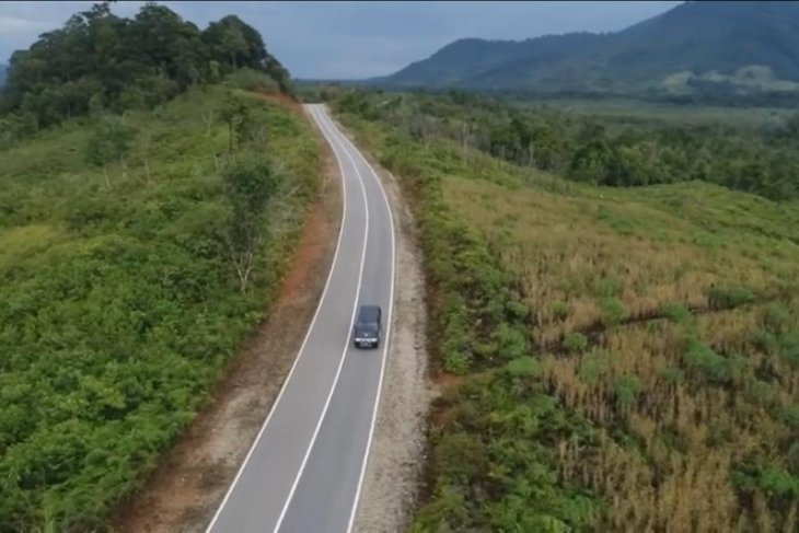 Government to enhance border parallel road construction in Kalimantan