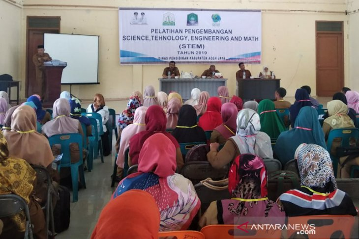 Ratusan guru di Aceh Jaya dilatih STEM