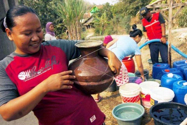 Bantuan air bersih Foto Page 1