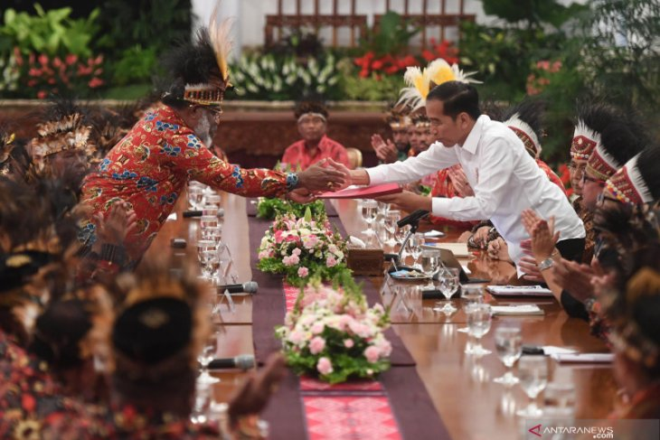 Jokowi: 1.000 sarjana Papua akan diterima bekerja di BUMN