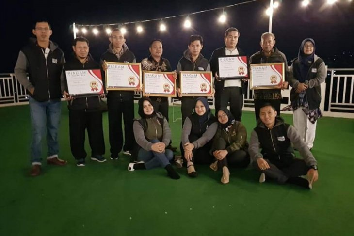 KPU Pandeglang dapat penghargaan penyelenggara pemilu terbaik 2019