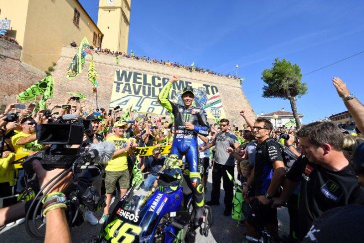 Rossi bawa motor M1 saat mudik ke kampung halamannya di Tavullia