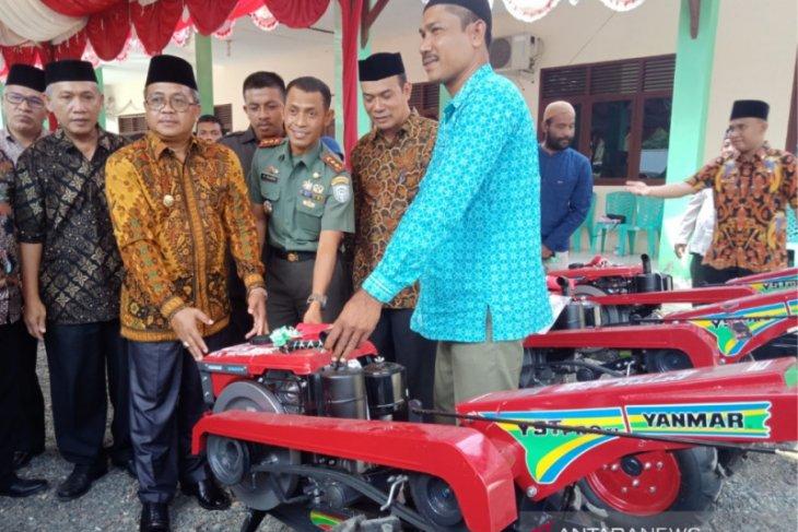 Aceh Barat sediakan 1.000 unit alat bajak sawah genjot produksi  padi