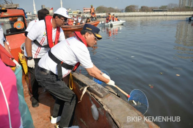 Transportation Ministry committed to clearing debris from sea