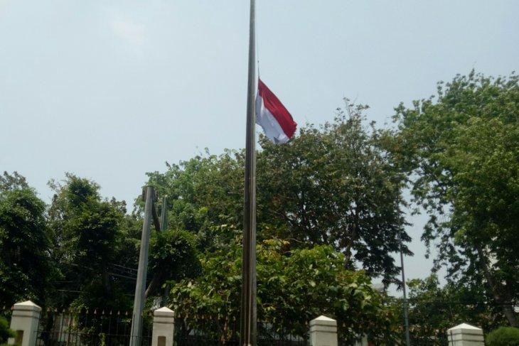 BJ Habibie wafat,  instansi pemerintah kibarkan bendera setengah tiang