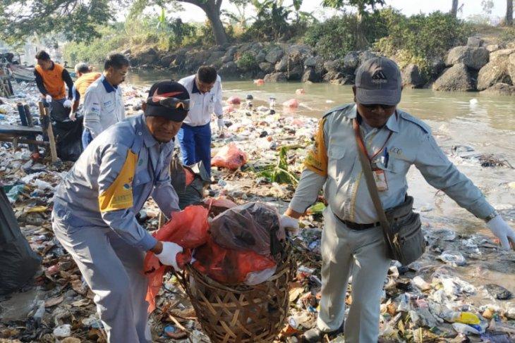 KSOP Kelas I Banten gelar bersih-bersih laut dan pantai