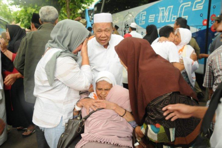 Jemaah haji kloter 53 Kabupaten Lebak tiba
