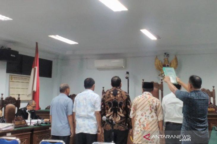 Saat sidang korupsi, mantan Bupati Simeulue mengaku sakit