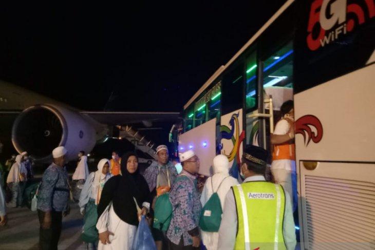 Satu meninggal, 388 jamaah kloter 10 lain tiba di Aceh