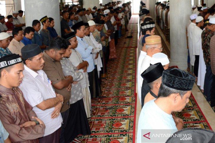 Ratusan jamaah shalat gaib untuk meninggalnya BJ Habibie