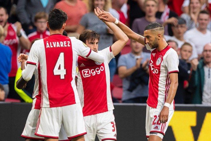 Ajax hancurkan Heerenveen 4-1