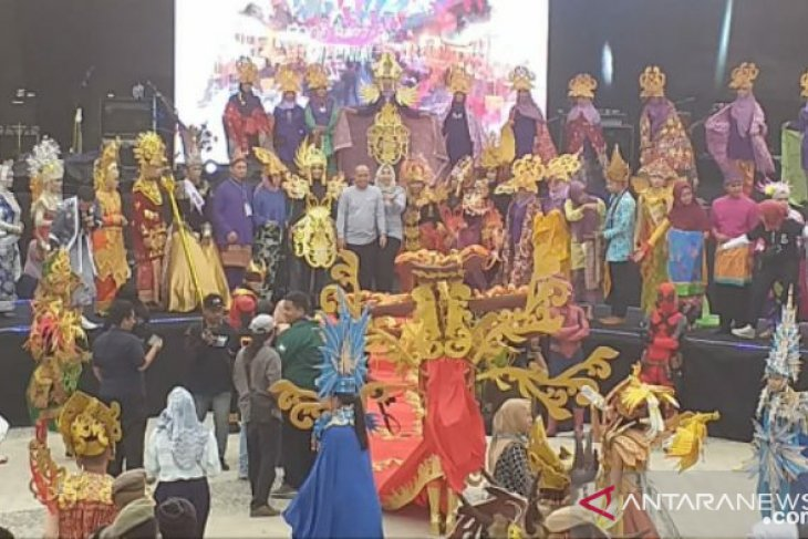 Pemkot Pangkalpinang gelar Fashion Carnival rayakan HUT ke-262