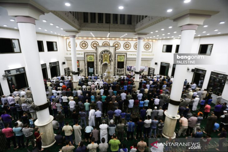Hundreds of Muslims in Gaza perform prayers for late BJ Habibie