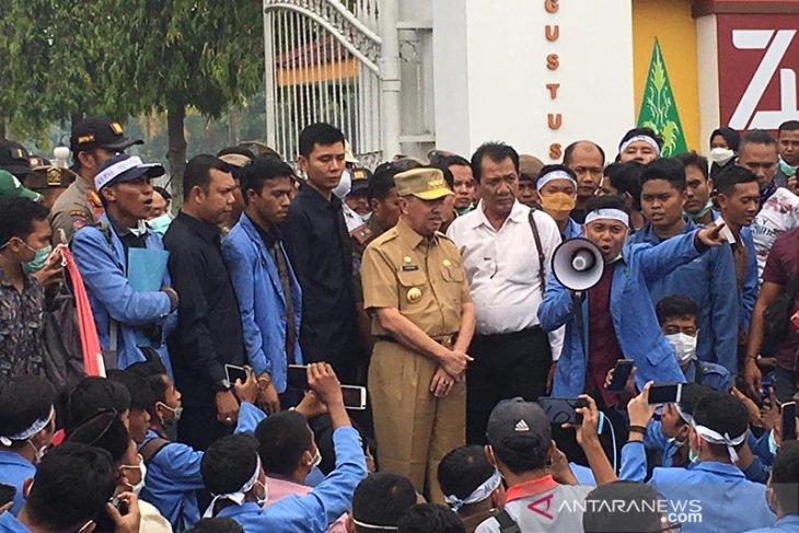 Mahasiswa Riau minta gubernur tegas menindak perusahaan pembakar lahan