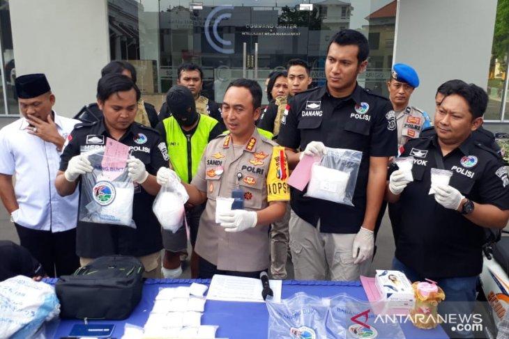 Polrestabes Surabaya ungkap penyelundupan sabu-sabu 4,7 kg