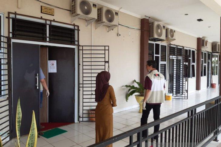 Lima petugas KPK geledah ruang Kadisdik Kepulauan Riau
