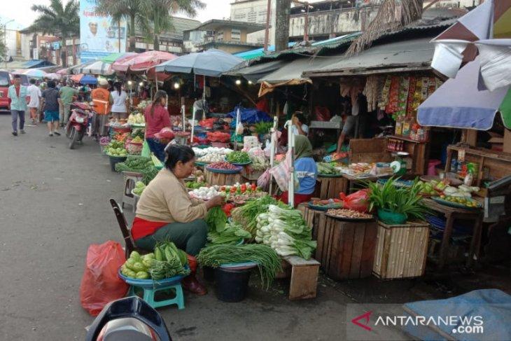 Harga berbagai jenis sayuran di pasar Ambon normal