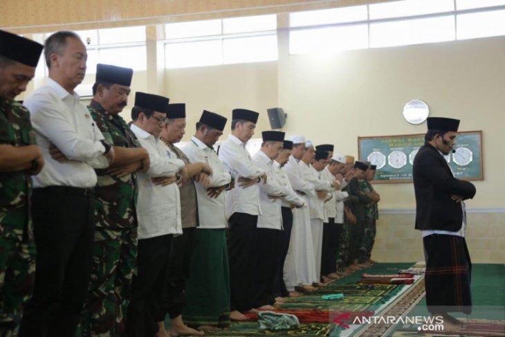 Pekanbaru dibalut asap pekat saat Presiden Jokowi shalat minta hujan