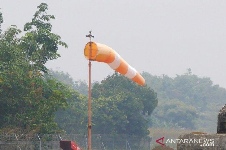 Kabut asap batalkan seluruh penerbangan di Bandara Melalan