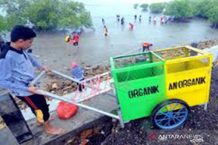 Gerakan bersih Pantai Tlanakan Pamekasan kumpulkan 6 ton sampah