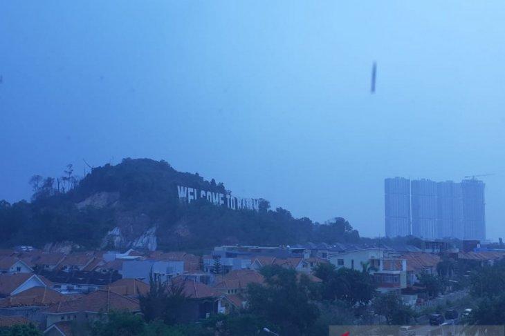 Penerbangan di Batam mulai diganggu kabut asap