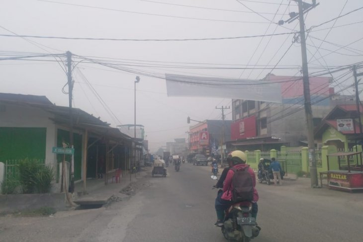 Hujan turun, kabut asap masih selimuti tiga daerah di Sumut