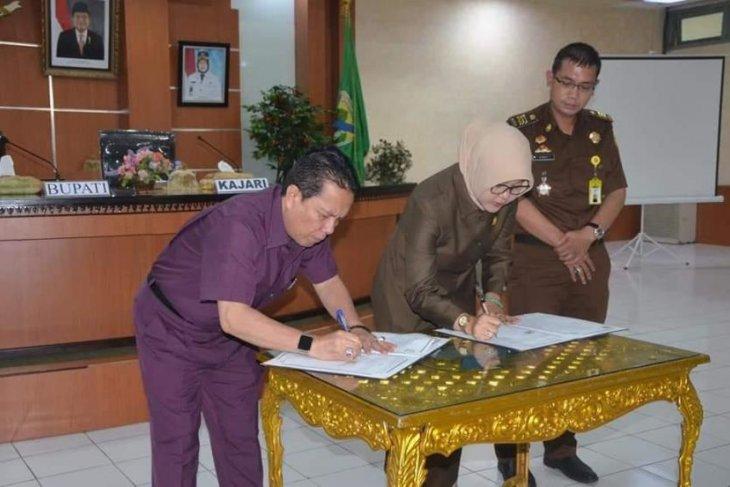 Kejaksaan-Pemkab Batanghari teken MoU pendampingan hukum perdata dan TUN